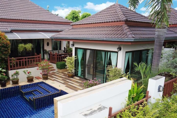 Private Pool Villa 1 (3 bedrooms and a guesthouse)