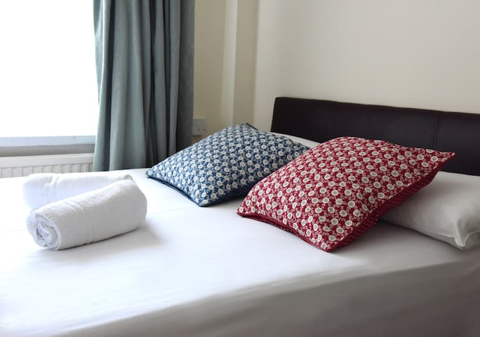 Room for 3 people near King`s Cross Station