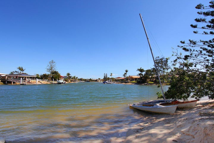 Anjuna 2 - Canal Front 2 Bedroom Apartment - Short Walk to Mooloolaba Beach and Cafes!