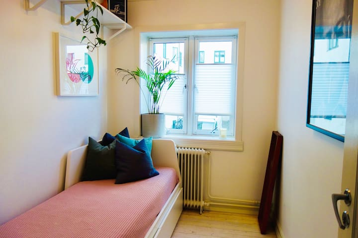 Room in cool urban apartment close to city centre