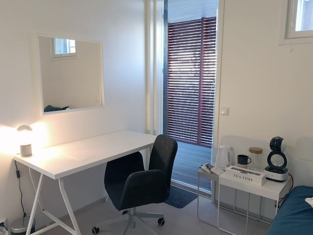Home Office Private entrance no shared facilities