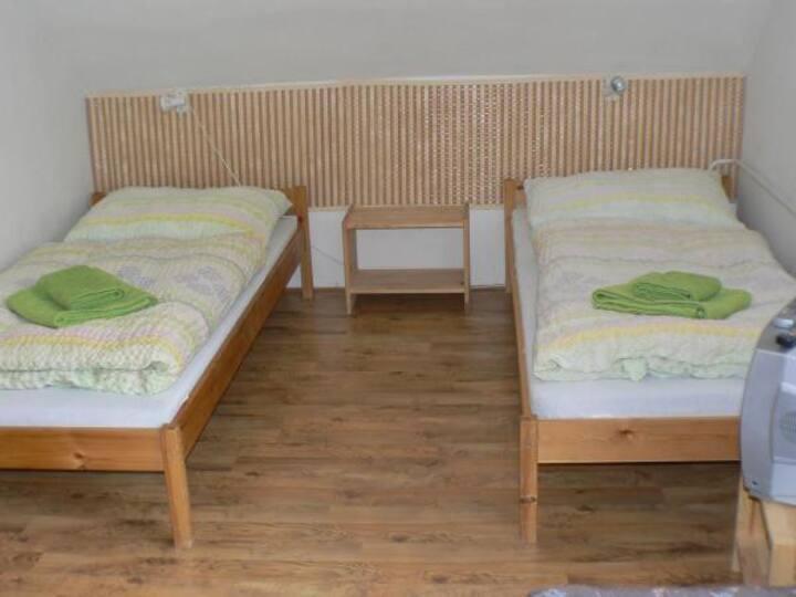 oddělené postele