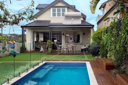 Luxury Family home with pool & yard - Naremburn - Casa