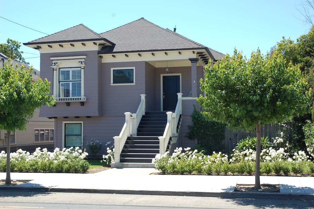 Contemporary Proud Victorian listed in Napa Historic Registry located just one block to downtown Napa.