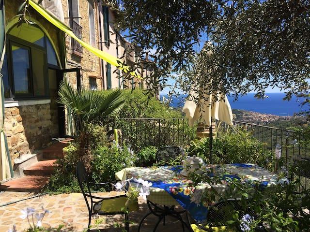 """La """"Vela Verde"""". Casa-Giardino ligure, vista mare - Lingueglietta"""