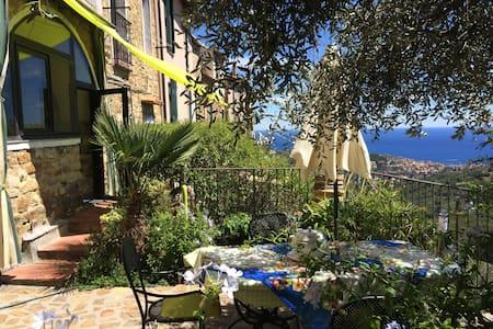 "La ""Vela Verde"". Casa-Giardino ligure, vista mare - Lingueglietta - Appartement"