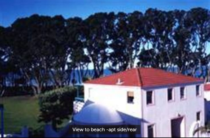 Orewa BeachFront Aptmt. All of it! Sea views pool. - Orewa - Departamento