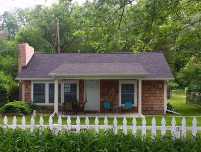 Adorable Clarklake Cottage - Prime location MIS - Clarklake