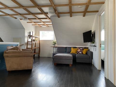 Bright, new, completely detached garden suite