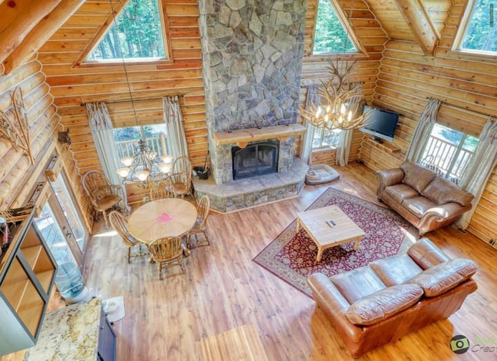 Authentic Wood Cabin with Luxuries