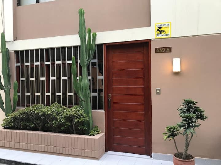 Habitación amplia en casa de familia en Miraflores