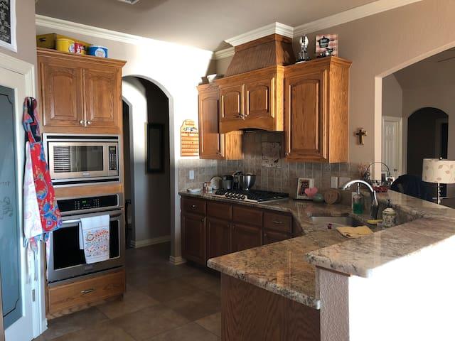 Full use of kitchen/pot & pans/utensils/fridge.
