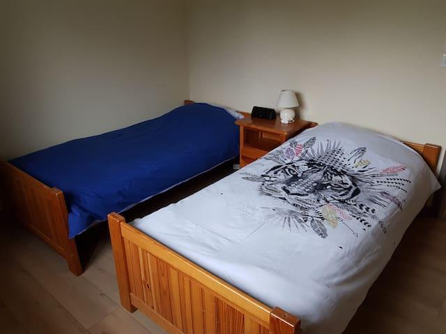 Chambre 1  2 lits de 80