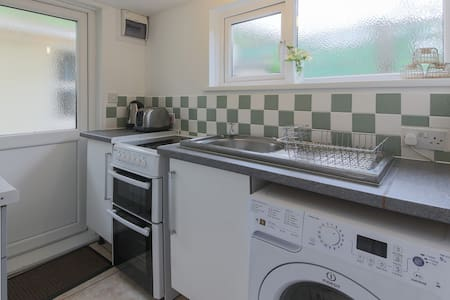 Beach annex, level short walk to superb beach - Porthtowan - Apartment - 2