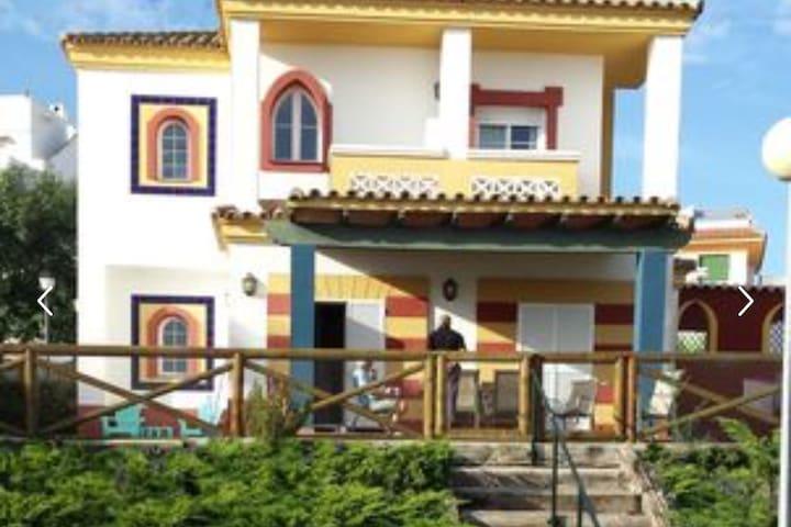 Lujosa Villa con piscina y jardín en estilo Shabby