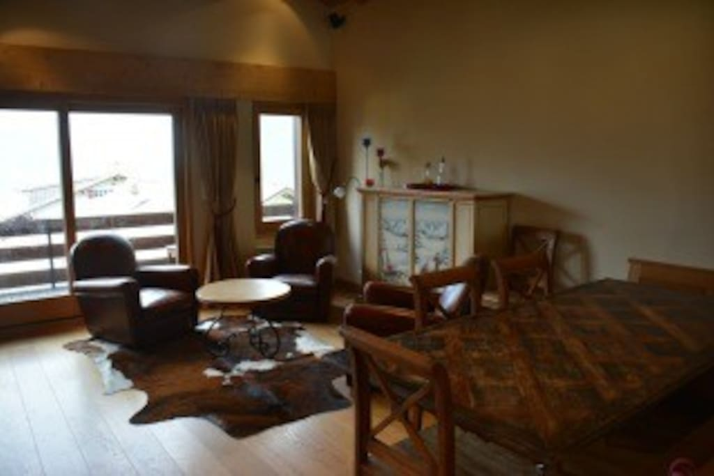 Spacious 150m2 apartment with Spectacular views in the center of town.  Walk to the lifts, restaurants, and night clubs.