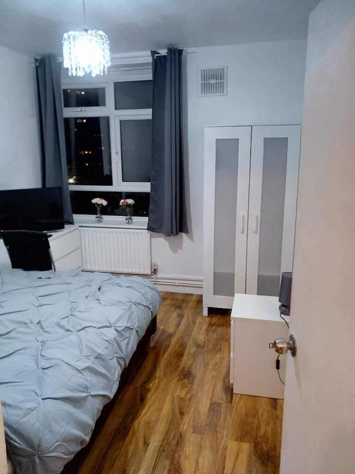 ♥️Cosy room 15mins from Stratford Smart tv, fridge♥️