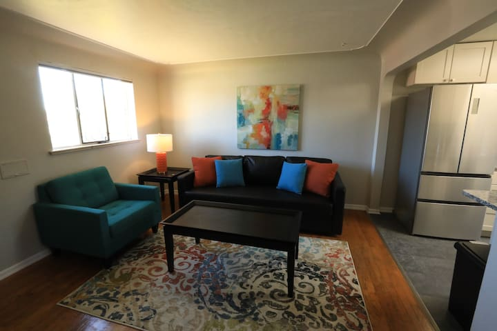 Newly remodeled 1 bedroom in 40 West Art District!