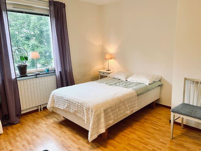 Spacious Room in Huvudsta Strand 9 min to Sthlm C