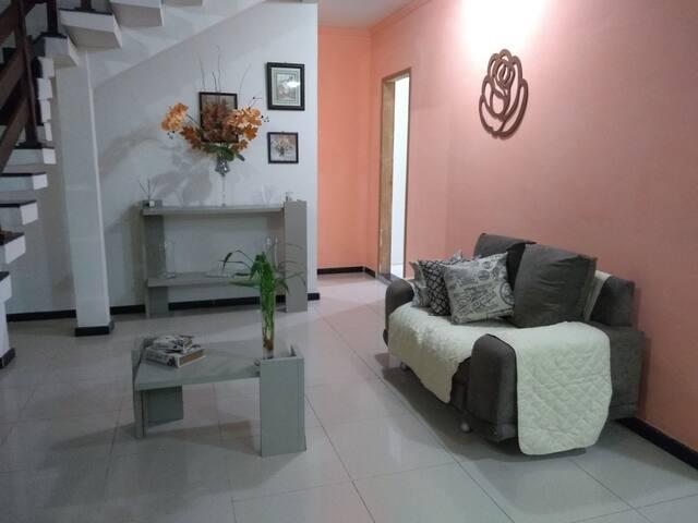 Casa confortável e acolhedora na Aruana. Acomoda 2