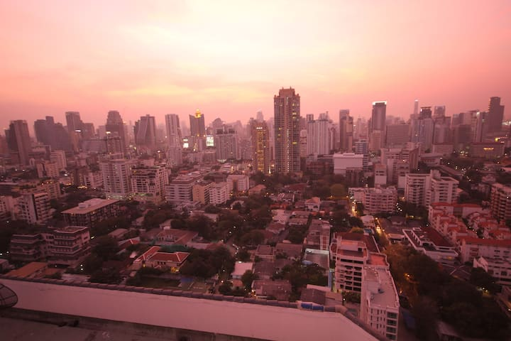Relaxing room in cool condo- spacious & nice pool - Bangkok - Appartement en résidence