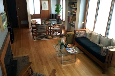 Clean apartment by MSU & Old Town - Lansing - Apartment