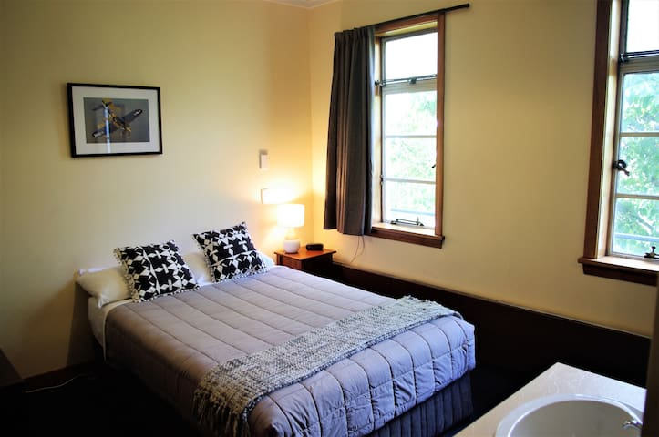 Room 13- Suitable for up to 2 guests