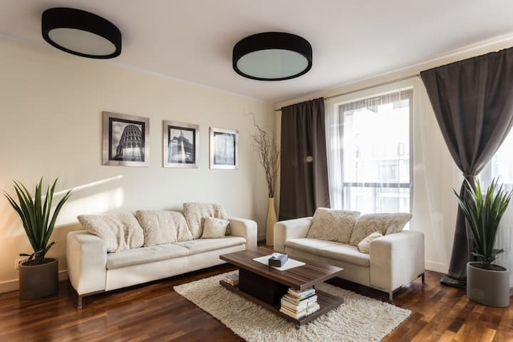 Luxurious 85 m2 near parks and business district