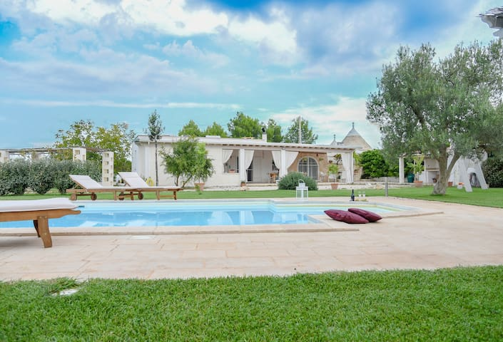 Villa with Trullo and pool