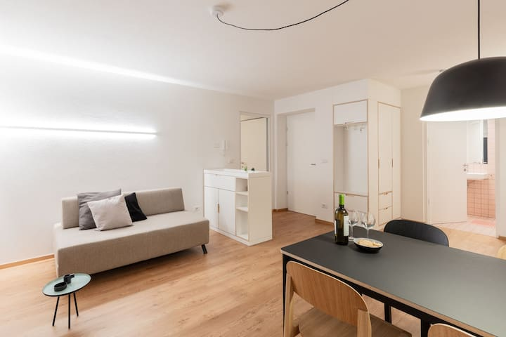 "Modern ""Hus Apartment - Nr. 4"" with Balcony, Garden & Wi-Fi; Parking Available"