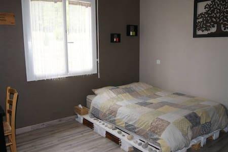 Chambre dans maison à la campagne + petit déjeuner - Saint-Martial-d'Albarède