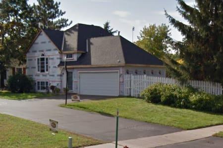 Awesome Place - Eden Prairie - Casa