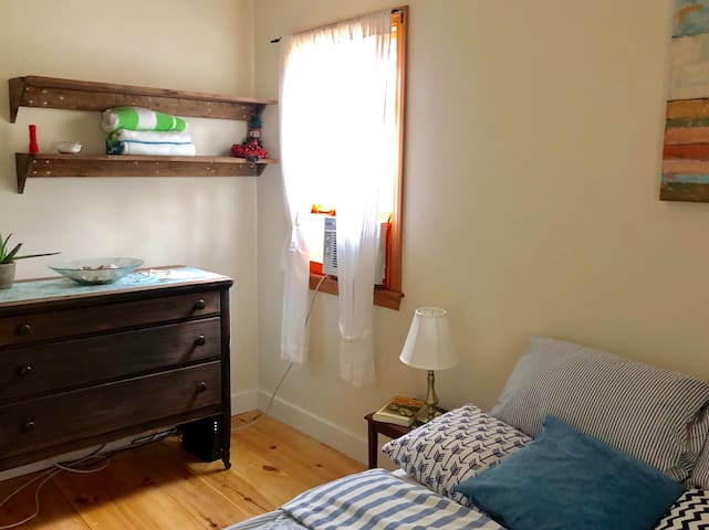 Cozy Room in Vineyard Haven