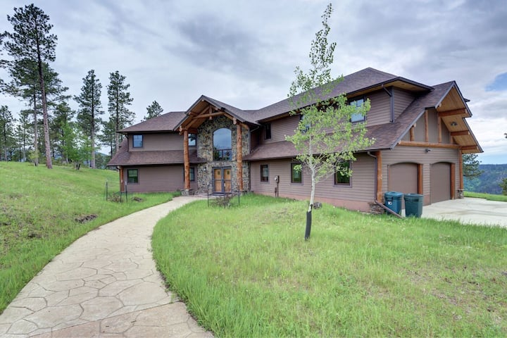 Mt. View Retreat - beautiful home with great views!
