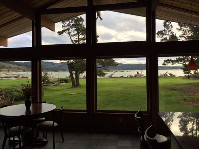 Waterfront Siletz Bay Cabin - Lincoln City - 小木屋
