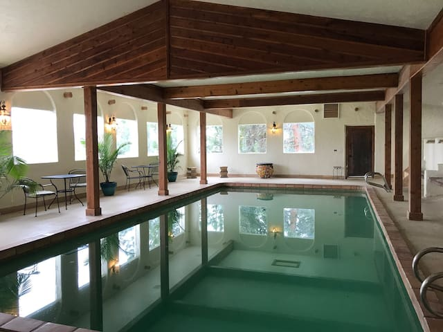 DENVER-MOUNTAIN-INDOOR POOL!