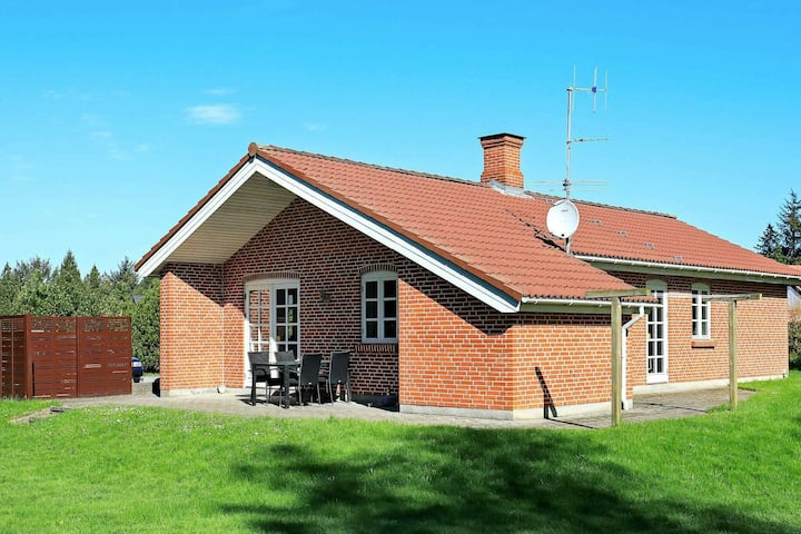 Quaint Holiday Home in Blåvand with Whirlpool