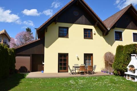 HolidayHouse with garden near Vienna(free parking)