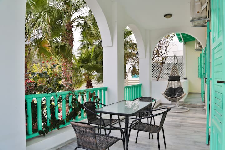 Kamari Beach House With Garden And Balcony 1