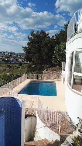 Casa Ceilo, quiet location, private pool, parking.