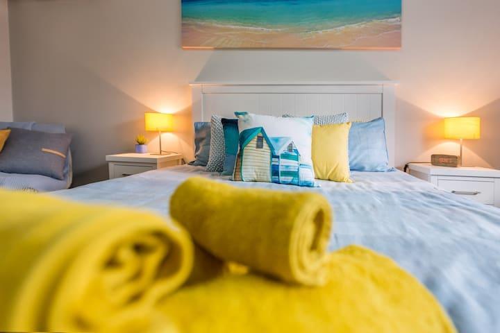 Stylish 3 Bedroom Brisbane Home + WIFI & NETFLIX