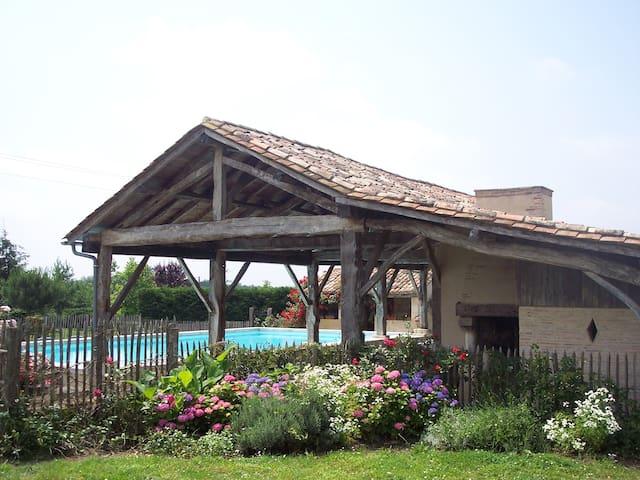"""DOMAINE DE LA MOUTHE - Gîte """"La Grange"""" - Montpon-Ménestérol - House"""