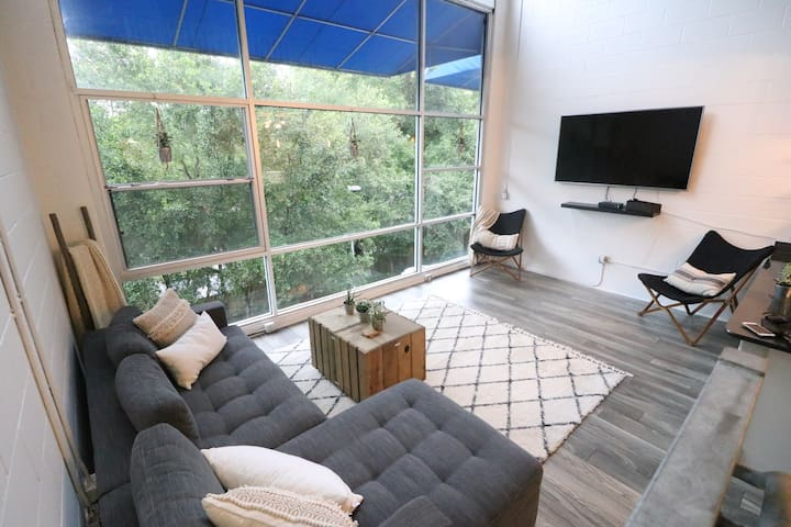 Gainesville Loft Near Stadium