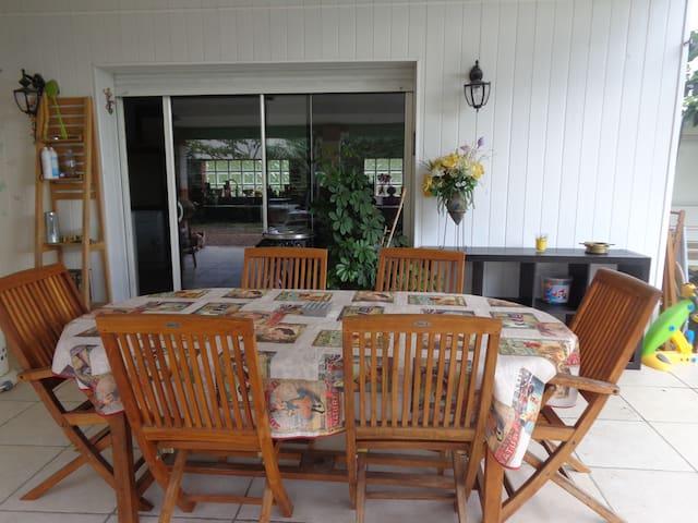 Studio cuisine équipée piscine terasse couverte - Carbonne - Huis