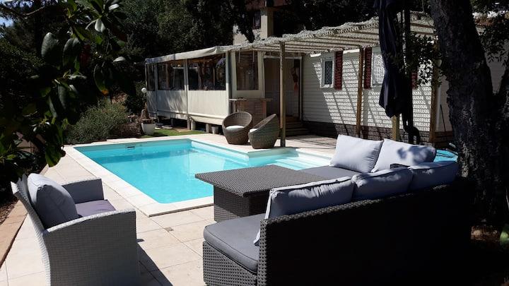 Maison de loisir cocoon neuve avec piscine privée.