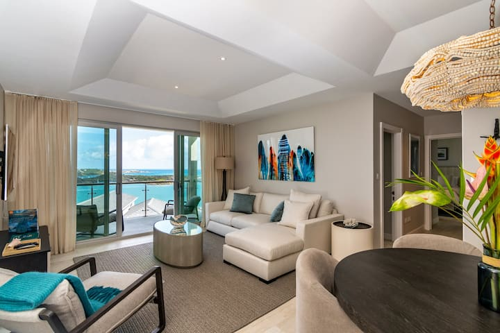 2 Bed Luxury Suite with ocean view, pool and beach