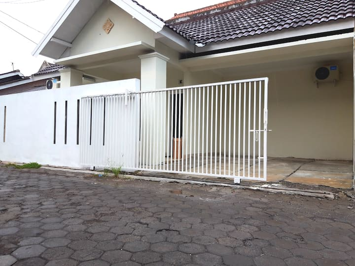 sawo homestay  .  Condong catur . 3 kt .