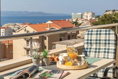 Holiday apartment with 1 bedroom on 44m² in Makarska
