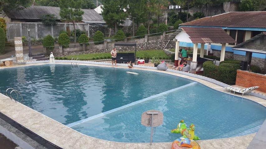 Large private swimming pool on Gunung Salak - Sukamakmur