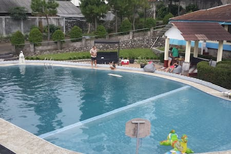 Large private swimming pool on Gunung Salak - Sukamakmur
